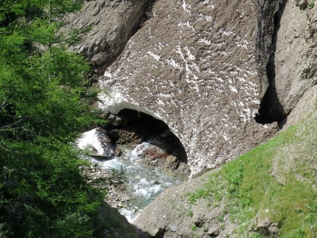 Nevaio nella gola del torrente Binna
