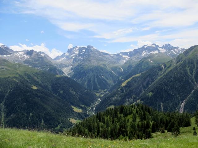 La Lengtal, laterale della Binntal - sullo sfondo i rilievi ai confini dell'Alpe Veglia: a sx l'Helsenhorn (3.272) ed a dx la Punta di Mottisca (Hillehorn, 3.181)