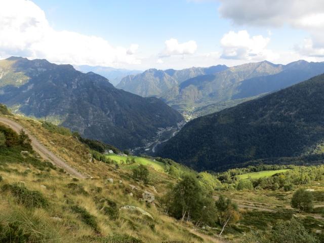 Vista dall'Alpe Pizzo sulla sottostante vallata