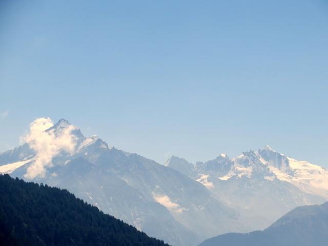 I ghiacciai della Grivola (sx, mt 3.969) e del Massiccio del Gran Paradiso (dx, mt. 4.161)