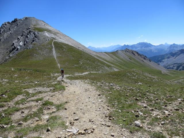 Il tratto finale del sentiero per il Colle della Rho (sullo sfondo la Punta Nera)