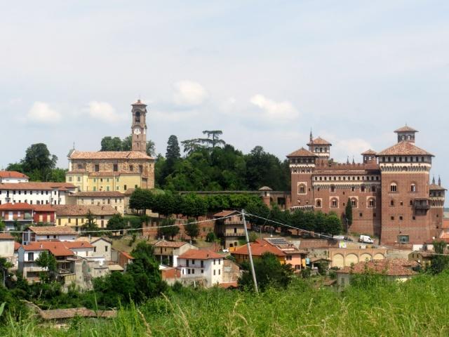 Il Castello di Cereseto con il relativo parco e l'attiguo complesso ecclesiastico