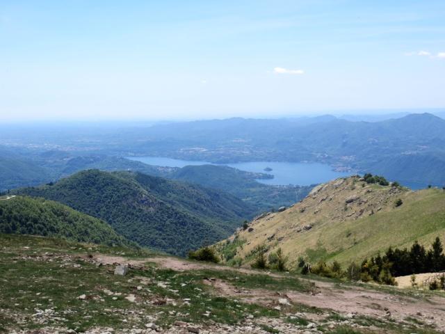 Panorama dalla vetta del Mottarone - vista occidentale su Lago d'Orta