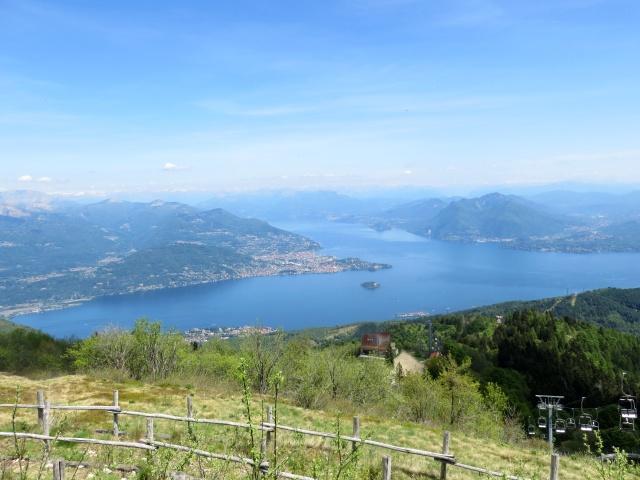 Panorama dalla vetta del Mottarone - vista nord-orientale su alto Lago Maggiore e Golfo Borromeo