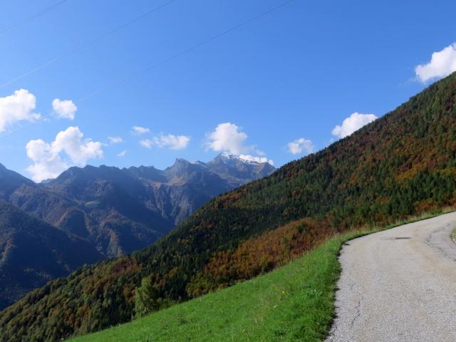 Salita a San Lorenzo, vista sul Pizzo del Fornalino e sul Pizzo Montalto