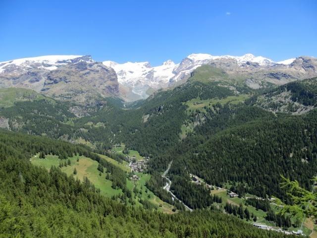 Panorama sulla catena del Monte Rosa con St. Jacques a fondovalle