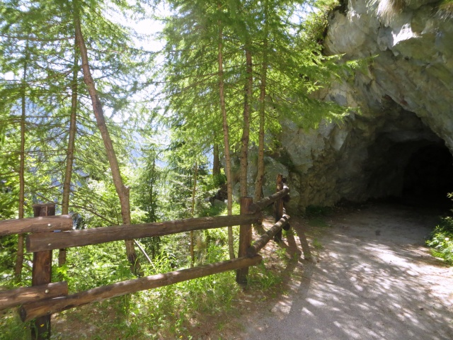 Galleria lungo lo sterrato proveniente dal Col de Joux