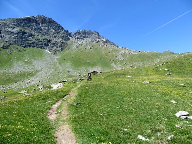Sentiero che scende dal Rifugio Grand Tournalin