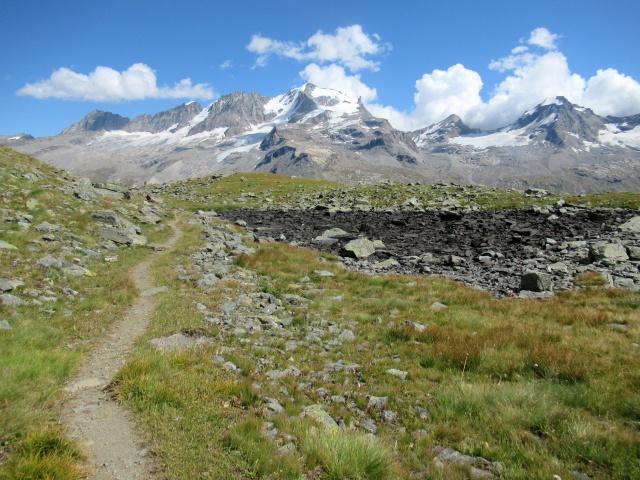 Il sentiero che sovrasta i Piani del Nivolet