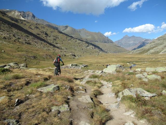 Percorrendo il sentiero che attraversa i Piani del Nivolet