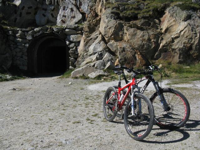 Imbocco del Tunnel sotto il Taelligrat