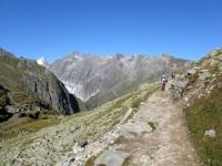 Single-track che aggira il Taelligrat - vista sul Fieschergletscher