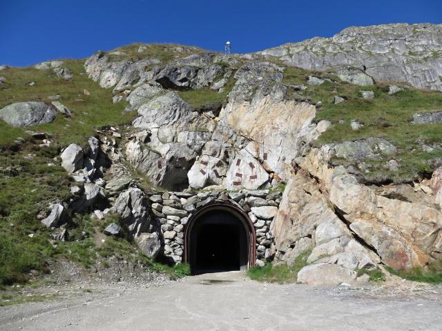 L'ingresso del tunnel sotto il Tälligrat