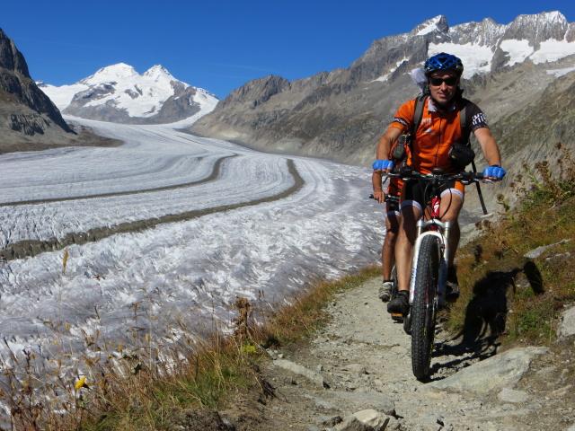 Lungo il sentiero che corre parallelo al ghiacciaio dell'Aletsch