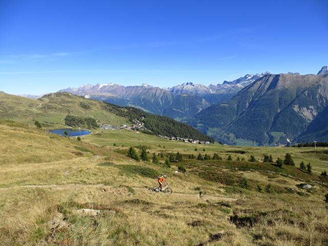 L'ottimo trail che scende dal Blausee verso il Bettmersee