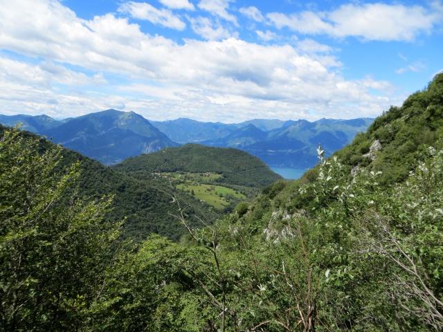 Sentiero per l'Alpe di Esino da Cainallo, sguardo su Ortanella
