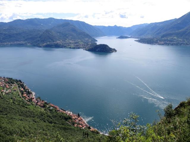 Ottimo panorama sul Lario offerto dalla discesa lungo il Sentiero del Viandante