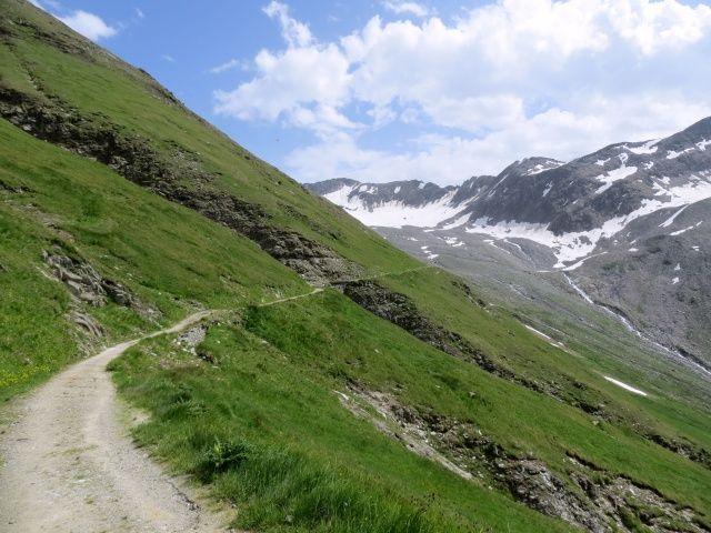 Salita lungo strada militare in direzione del Muttgletscher