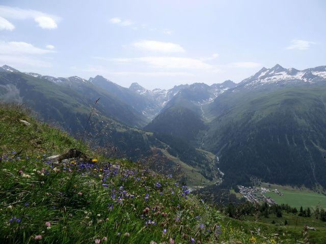 Salita in forestale al Grimselpass, panorama della Geretal
