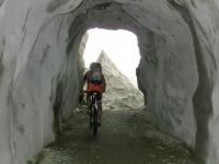 Passaggio in galleria lungo il sentiero per Bidmer