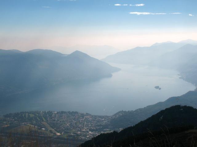 Vista dalla terrazza panoramica della Cimetta - Lago Maggiore