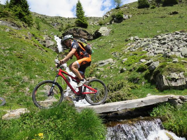 Lungo il sentiero che collega Somprei con l'Alpe di Chiera