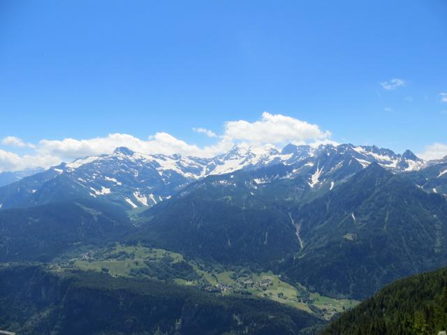 Panoramica sull'Alpe Cadonigo, sul Pizzo Forno e sul Gruppo del Campo Tencia dall'Alpe di Chiera