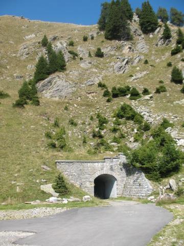 Tunnel dall'Alpe di Cadinello
