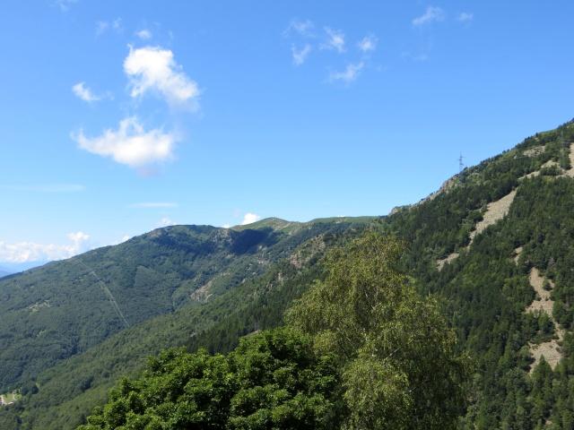 Discesa verso Indemini, vista sul Monte Covreto