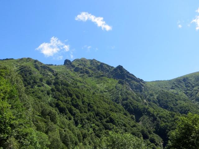 Discesa verso Indemini, vista sulla vetta del Monte Tamaro
