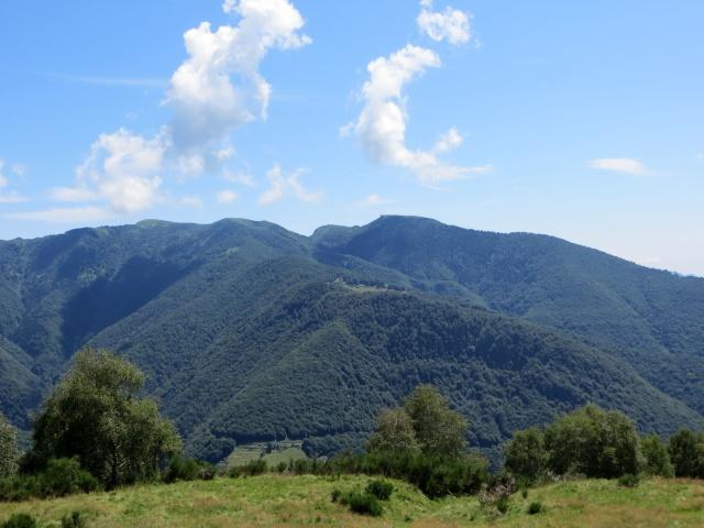 Salita al Passo della Forcora, vista sul Monte Lema