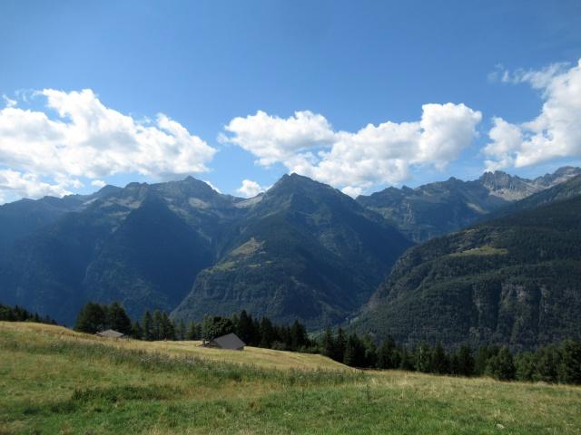 Panorama da Monte Angone (da sx a dx) - Vista sul Pizzo Cramosino (2.718), sul Madom Gröss (2.741), sul Pizzo di Mezzodì (2.708)