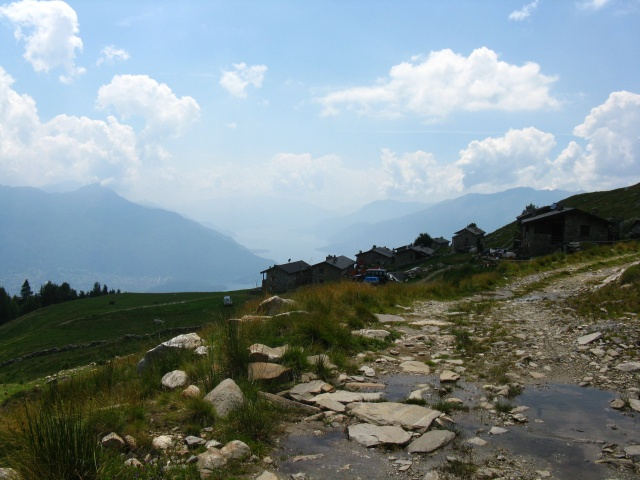 Alpe di mezzo con Alto Lario sullo sfondo