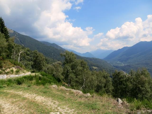 In direzione dell'Alpe Travello, panorama sulla Val Vigezzo