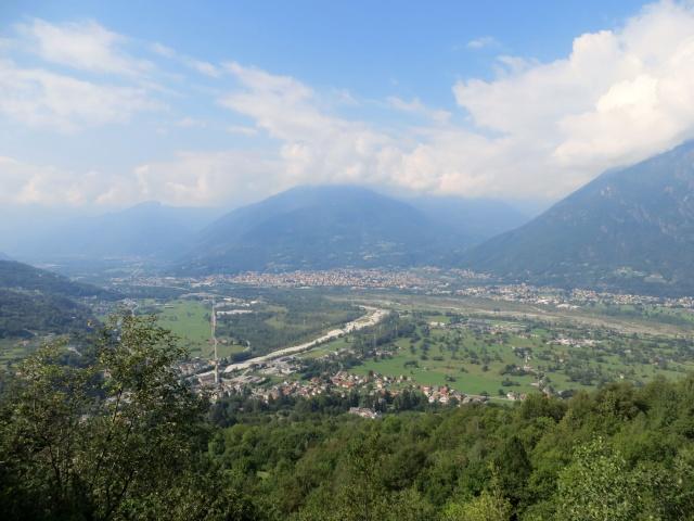 La piana di Domodossola salendo all'Alpe Pescia