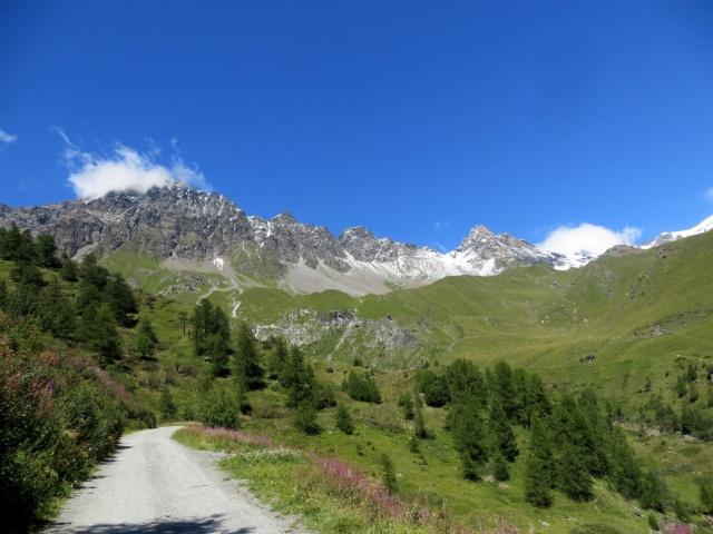 Nella conca di By - panorama su Mont Vélan e Dents du Vélan