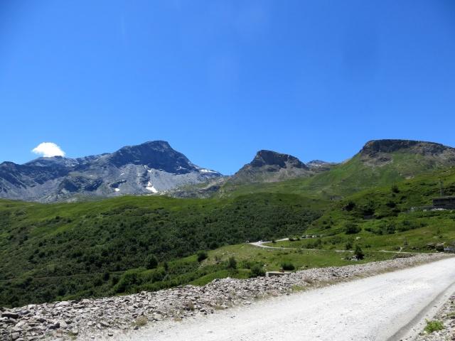 Sulla diga del Moncenisio - panorama sul Monte Malamot (centro) e sul massiccio del Monte Ciusalet