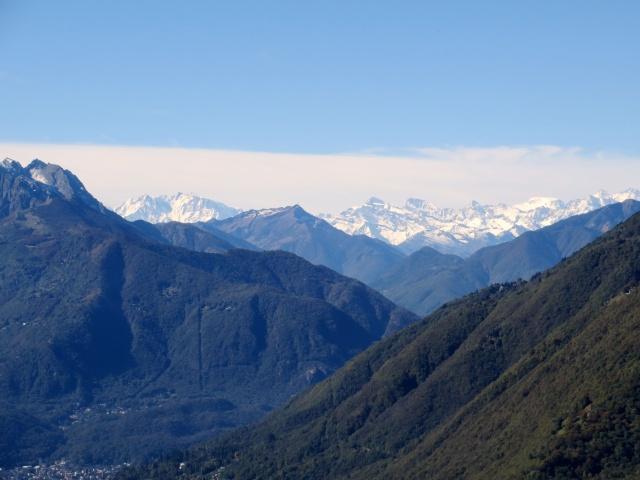 Monti di Motti - Monte Rosa (sx) e Massiccio del Mischabel (dx)
