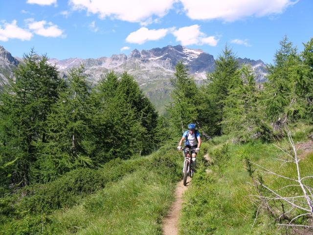 In direzione di Corte Corbenas dall'Alpe della valle