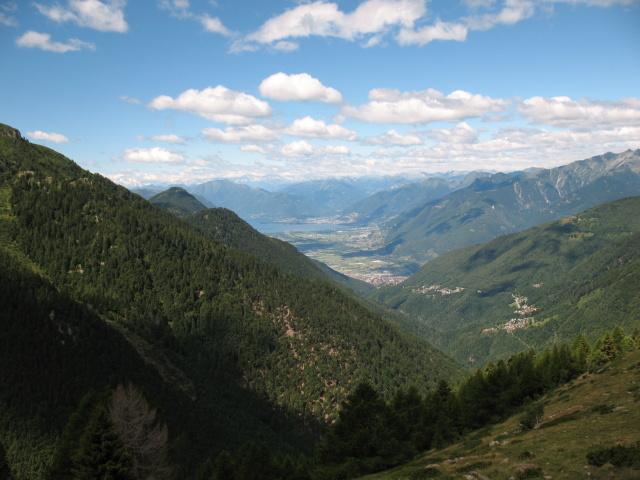 Salita al Piano delle Pecore, panorama su Valle Morobbia, alto Lago Maggiore e Piano di Magadino