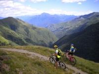 Lungo il traverso da Sommafiume al rifugio il Giovo -   panorama su Valle Albano e Monte Legnone