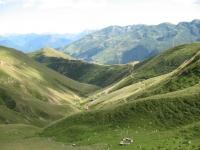 Panorama dal rifugio San Jorio sulla strada percorsa per l'ascesa, sullo sfondo il rifugio il Giovo