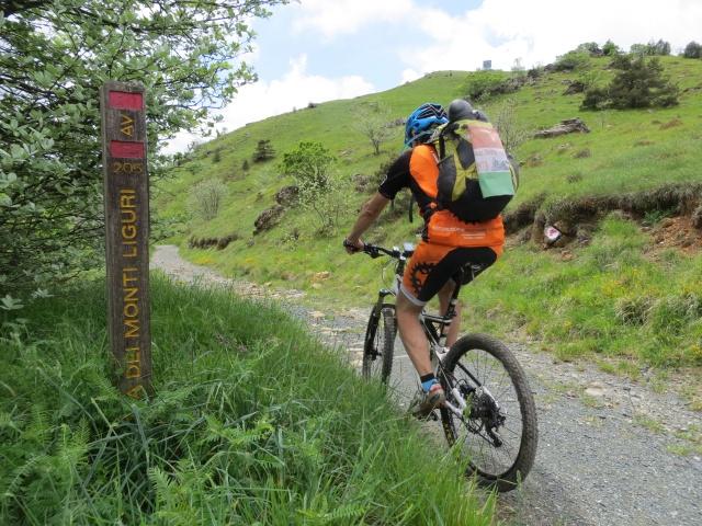 L'inizio dell'Alta Via dei Monti Liguri dai Piani di Praglia
