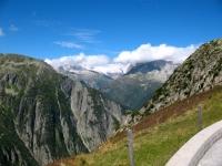 Salita su asfalto da Andermatt verso Oberalppass - panorama