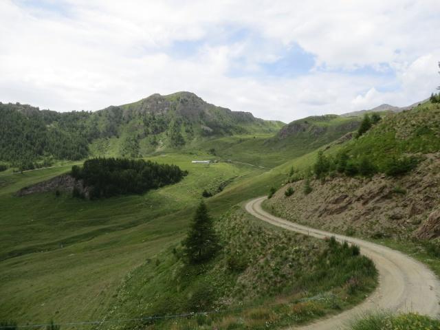 Salita agli alpeggi superiori - panorama sulla conca dell'alpeggio Tsa de Frumiere sotto la Becca France