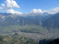 Fantastico panorama da Nessel sullo sottostante vallata di Briga, sullo sfondo i rilievi del confine italo-svizzero