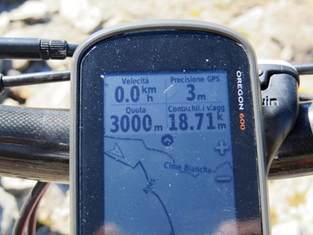 Nei pressi del Colle Superiore delle Cime Bianche - quota 3.000 in MTB !