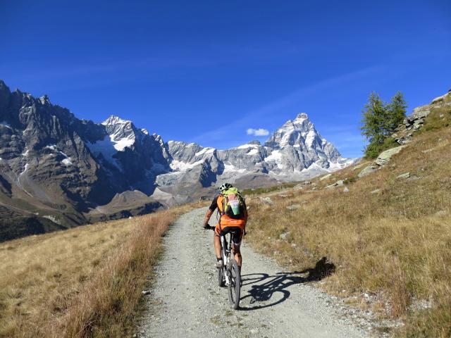 Sterrato che si percorre superata l'Alpe Molar