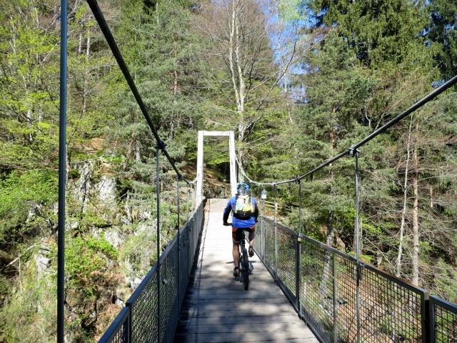 Lungo la ciclabile della Val Vigezzo, alle porte di Malesco