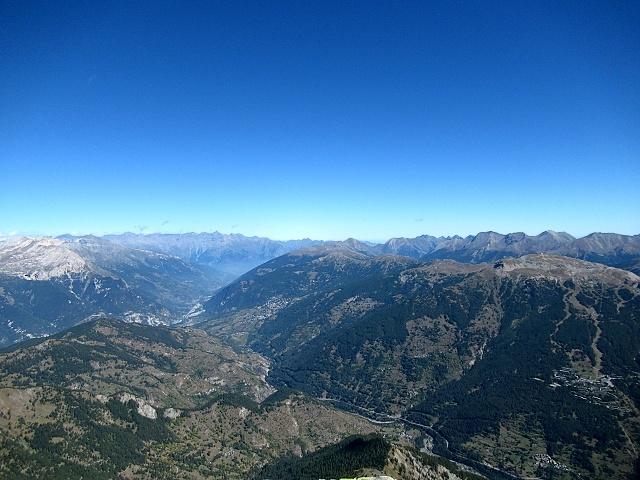 Panorama dalla cima dello Chaberton - Alta val di Susa e la catena dei rilievi su cui si snoda la Strada dell'Assietta a cavallo tra Val di Susa e Val Chisone